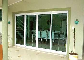 Esquadrias de alumínio com vidro temperado